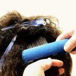 雨の日に髪がうねるのが憂鬱…うねり対策や広がらない方法は?