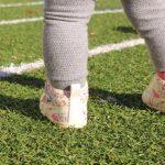 赤ちゃんに靴を初めて履かせるタイミングは?測り方と選び方も