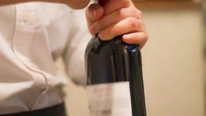 ワインのコルクが開かない時や割れた時の対処法!開けた後は?