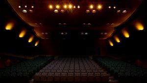 舞台を観劇する際は絶対にマナーやプレゼントの渡し方を守って!