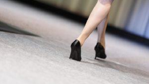 女子必見!ヒールの歩き方が変だと言われる理由と正しい歩き方